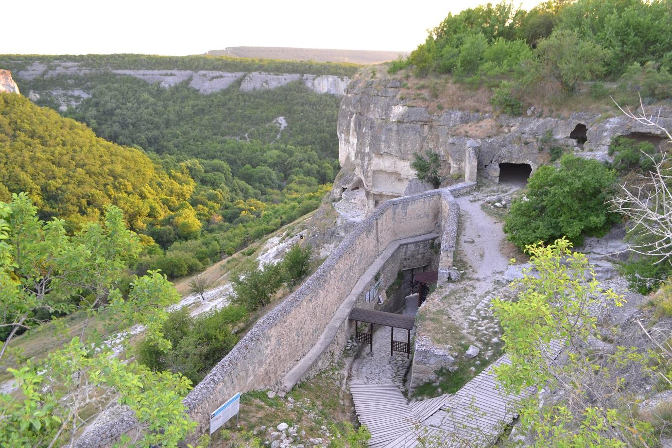 Южные ворота Чуфут Кале